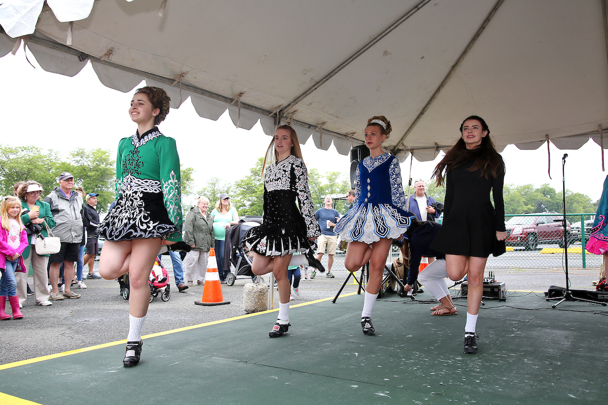 girls irish dancing